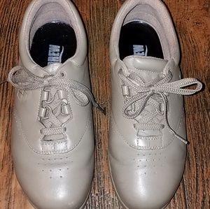 Drew womens shoes, size 8 WW